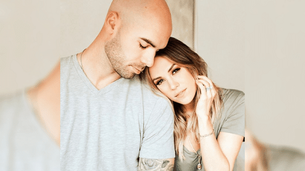 Jana Kramer Finds Topless Photos on Husband's Phone