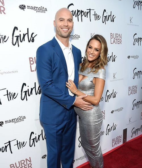 Jana Kramer Finds Topless Photos