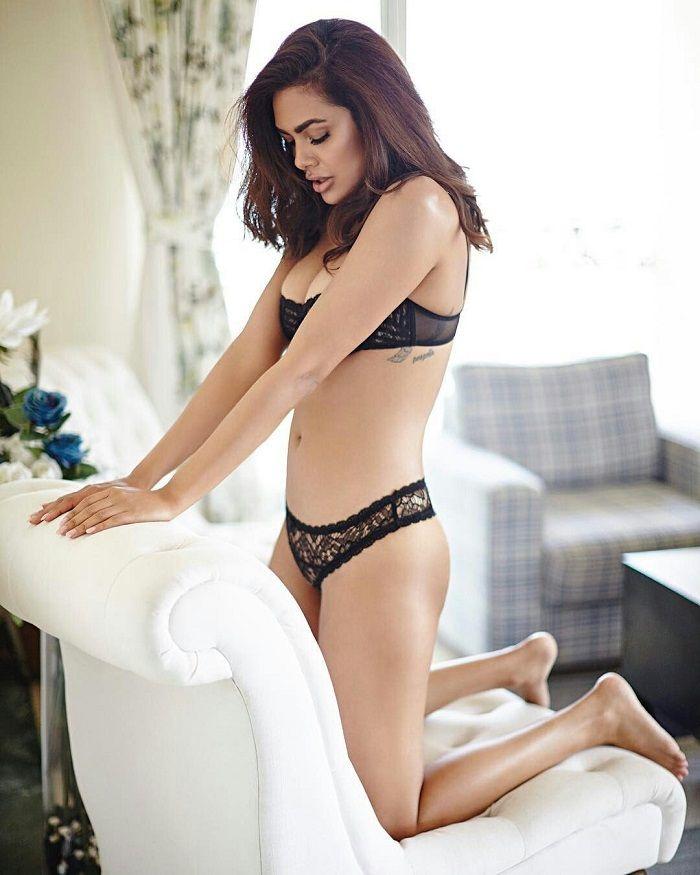 Esha Gupta in hot black bikini