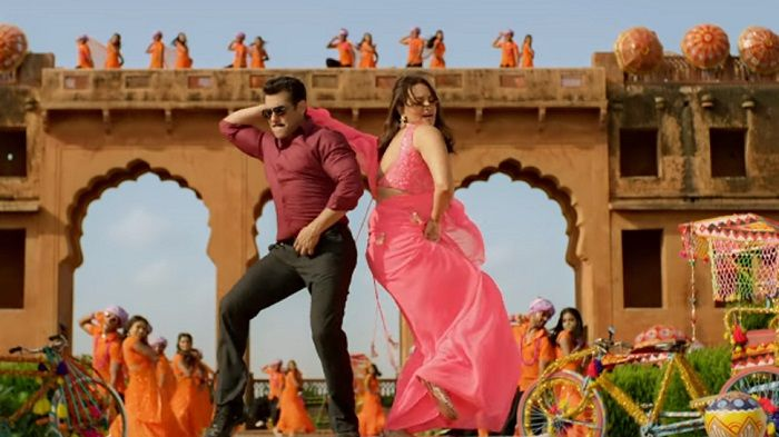 Salman Khan Hilarious Dance in Yu Karke