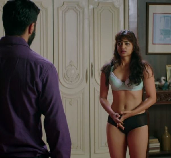 Radhika Apte hot scene in Badlapur